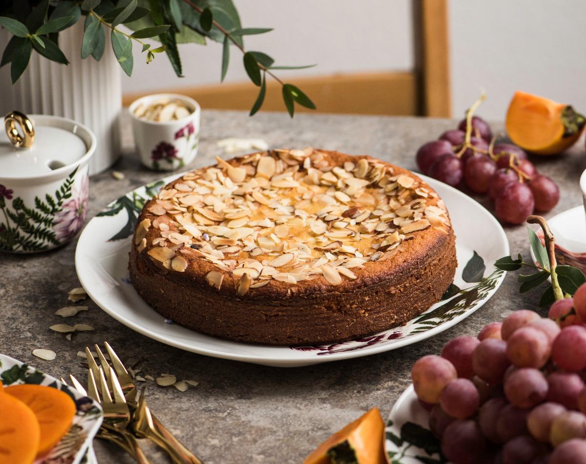 Rezept: Biskuitrolle mit Mascarponecreme und Obst